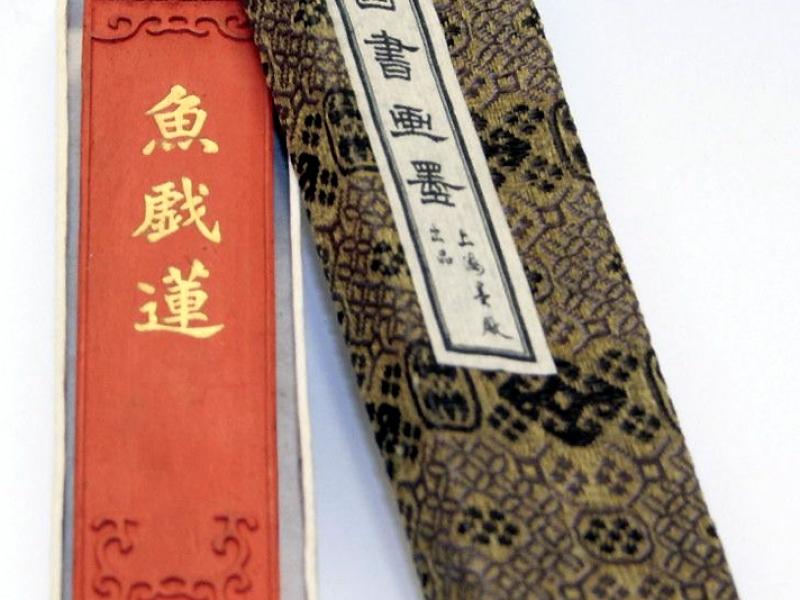上海墨廠魚戲蓮 墨條 2 tael Koi Lotus Flowers Vermillion Ink Stick