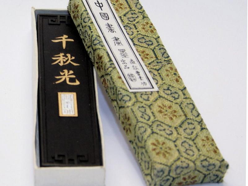 千秋光 墨條 1 tael Thousand Autumn Brilliance Black Ink Stick- Student Grade